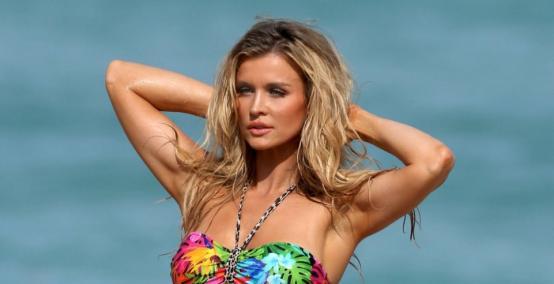 Joanna Krupa  w bikini na plaży w Miami