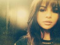 Selena Gomez stara się być kobietą